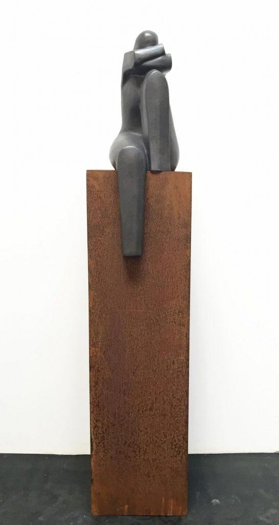 In gedachten, 2 armen onder hoofd – brons