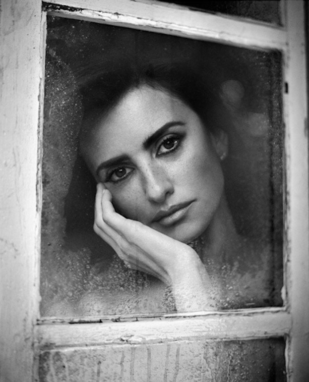 Penelope Cruz, window