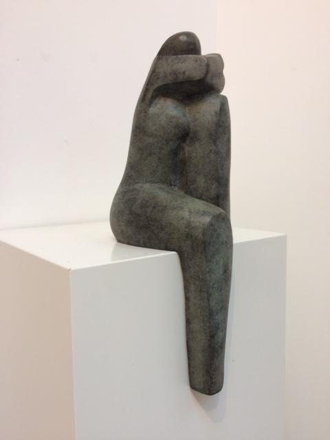 In gedachten, 2 armen onder hoofd – gepatineerd brons